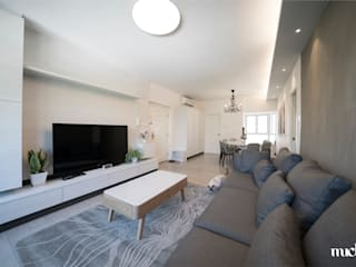 Beverly Hills Happy Valley Hong Kong Island Minimalist living room by Much Creative Communication Limited Minimalist