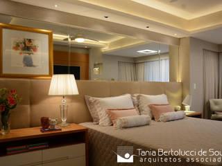 Modern style bedroom by Tania Bertolucci de Souza | Arquitetos Associados Modern