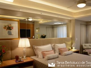 Chambre de style  par Tania Bertolucci  de Souza  |  Arquitetos Associados