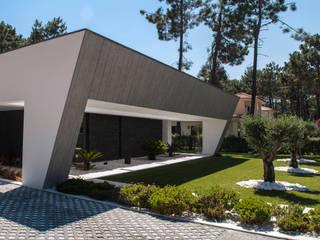 Fachada Principal: Casas unifamilares  por AES - Arquitectura Engenharia e Serviços