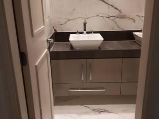 Minimalist style bathroom by Isma Gestão em Mão de Obra Minimalist