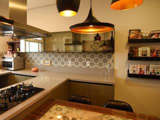 Apartamento LG: Cozinhas  por Kaza Estúdio de Arquitetura,Eclético