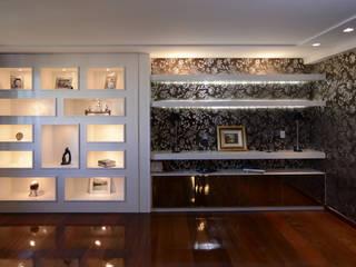 Apartamento AS: Salas de estar  por Kaza Estúdio de Arquitetura,Clássico