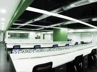 Ecom - Oficinas: Estudios y oficinas de estilo  por GA Experimental