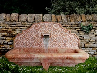 Fountains in stone and marble CusenzaMarmi Taman Gaya Mediteran Batu Pink