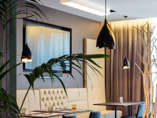 Hoteles de estilo  de LEDS C4, Moderno