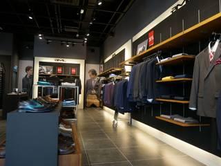 Oficinas y Tiendas de estilo  de LEDS C4, Moderno
