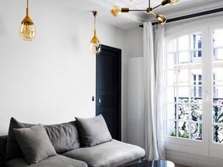 Salon chic et convivial: Salon de style  par LD&CO.Paris 'La Demoiselle et la Caisse à Outils'