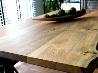 Stoły z litego drewna od SZPAKdesign. Industrialny
