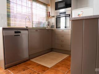 ريفي  تنفيذ Moderestilo - Cozinhas e equipamentos Lda, ريفي