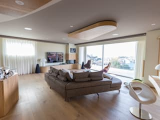 Sopraelevazione in legno: lo spazio che aumenta.: Soggiorno in stile  di Wood Beton Spa