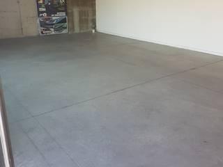 Oficinas Proinbal - Sello Poliuretano Alto Brillo: Garages de estilo  por Decosuelos