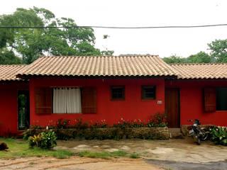 Fachada Frontal: Casas familiares  por Oria Arquitetura & Construções