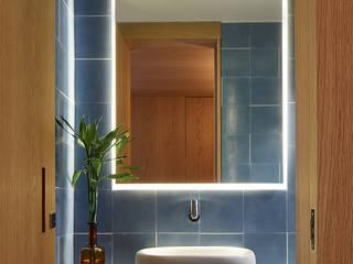 Apartamento AML : Banheiros  por DAVID ITO ARQUITETURA