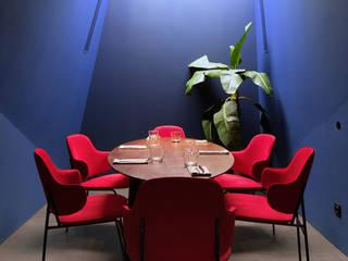 Too Chi Gastrobar Bares y clubs de estilo moderno de A-Z architects Moderno