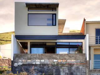 CASA LIBERTADORES: Casas unifamiliares de estilo  por Garza Maya Arquitectos