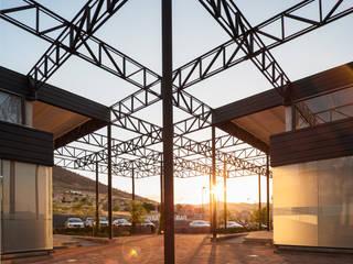Balkon, Beranda & Teras Modern Oleh Garzamaya Arquitectos Modern