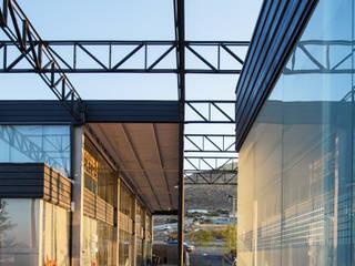 Paseo del Arte: Terrazas de estilo  por Garza Maya Arquitectos