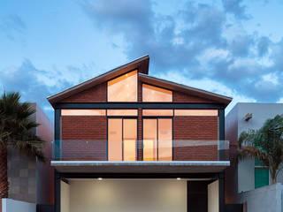 Casa Mitre: Casas unifamiliares de estilo  por Garza Maya Arquitectos
