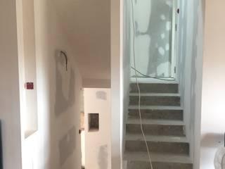 Maison MB01: Escalier de style  par 3B Architecture