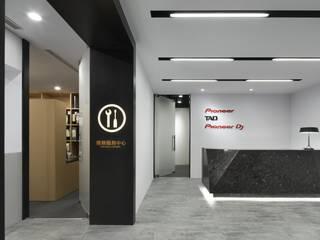 by 京彩室內設計裝修工程公司 Сучасний