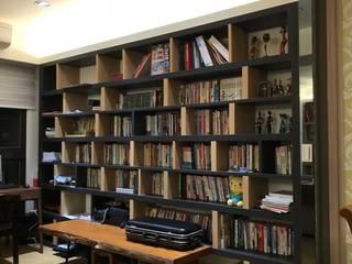 【住家】優雅沉穩的多元木質風格:  書房/辦公室 by 圓方空間設計