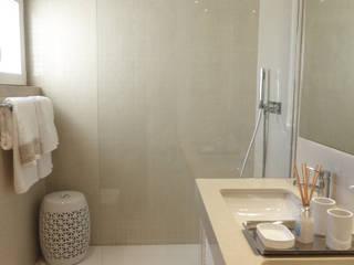 Remodelação de Casa de Banho: Casas de banho modernas por Arquitectando