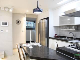 Dining room by 노마드디자인 / Nomad design