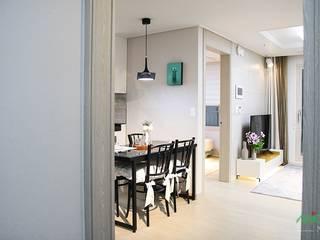 부산 모델하우스 세팅, 모던&컨트리 스타일의 믹스매치 – 노마드디자인: 노마드디자인 / Nomad design의  거실