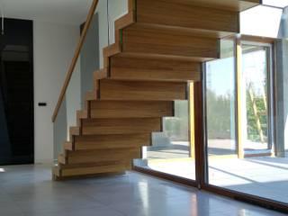 Schody dywanowe drewniane SCHOD-BID HOMEKONCEPT 13: styl , w kategorii  zaprojektowany przez SCHOD-BID