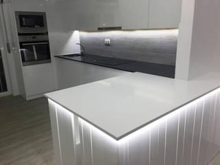 Remodelação Casa no Lazarim: Armários de cozinha  por CVZ Construcoes