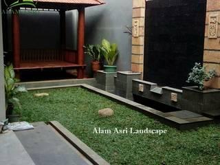 Jasa Pembuatan Taman dan Kolam Koi Surabaya:  Kolam taman by Tukang Taman Surabaya - Alam Asri Landscape