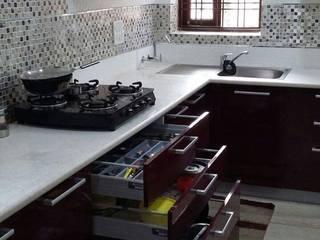 Interiors:  Kitchen by M.U Interiors,