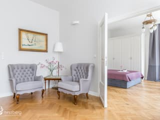 Classic style living room by ANNA HIRSZBERG 'HIRSZBERG' PRACOWNIA ARCHITEKTONICZNA Classic