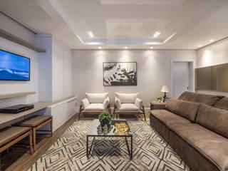 Residência C|J: Salas de estar  por iLLUS Studio de Arquitetura