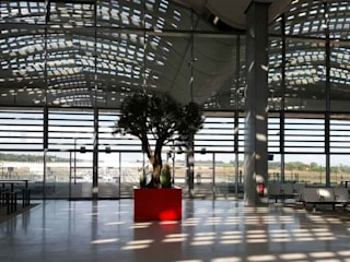 ATELIER SO GREEN Modern offices & stores Aluminium/Zinc Red