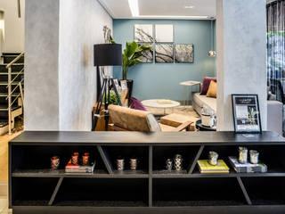 غرفة المعيشة تنفيذ Miriam Ribeiro Arquiteta