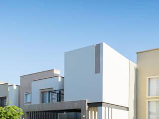 Perspectiva lateral de fachada principal: Casas unifamiliares de estilo  por GPro - Gabinete de Proyectos