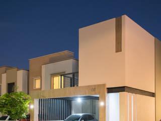 Perspectiva nocturna: Casas unifamiliares de estilo  por GPro - Gabinete de Proyectos
