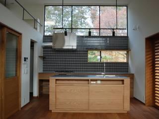 木々があいさつしてくる 北欧デザインの キッチン の 注文家具屋 フリーハンドイマイ 北欧 木 木目調