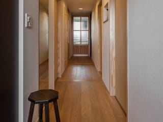 Modern Corridor, Hallway and Staircase by 中山建築設計事務所 Modern