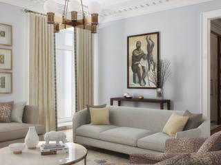 Квартира с видом на Кремль Гостиная в классическом стиле от Porterouge Interiors \ Krasnye Vorota Классический