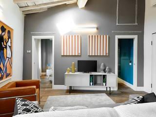 Appartamento moderno : Soggiorno in stile  di Leo Bastreghi Fotografo,