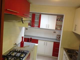 Cocina Laly: Cocinas equipadas de estilo  por R-Innovare / Diseño de interiores y Arquitectura / Santiago y Viña del mar