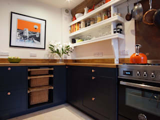 Wickham Court Shaker Kitchen :  Built-in kitchens by Jim Sharples Furniture