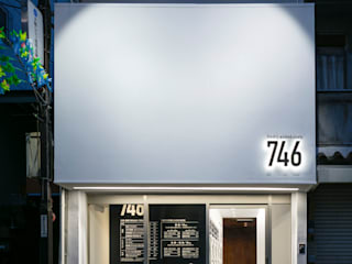 真っ白に洗い上げる、真っ白のコインランドリー モダンな商業空間 の 一級建築士事務所 アリアナ建築設計事務所 モダン