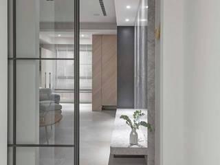 Skandinavischer Flur, Diele & Treppenhaus von 禾廊室內設計 Skandinavisch