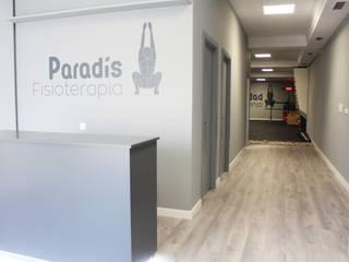 Cliniques modernes par P&P arquitectos Moderne