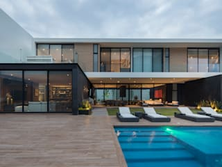 Single family home by GLR Arquitectos