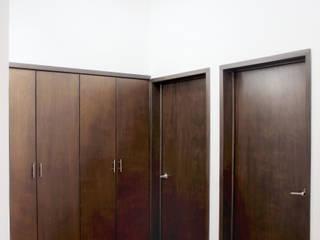 Pasillos, vestíbulos y escaleras de estilo ecléctico de Molcajete Arquitectura Interiores Diseño Ecléctico